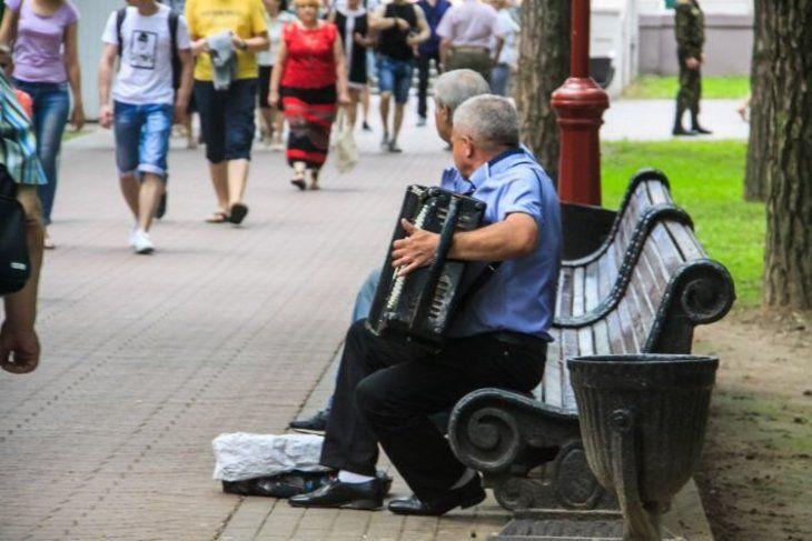 Миграция, декретный отпуск и старение: названы причины, которые тормозят экономику Беларуси