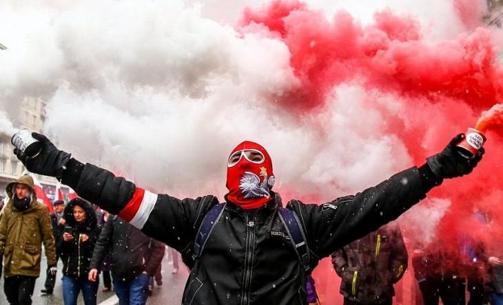 «Борьба за идентичность». Как польские националисты навязывают «карту поляка» белорусам