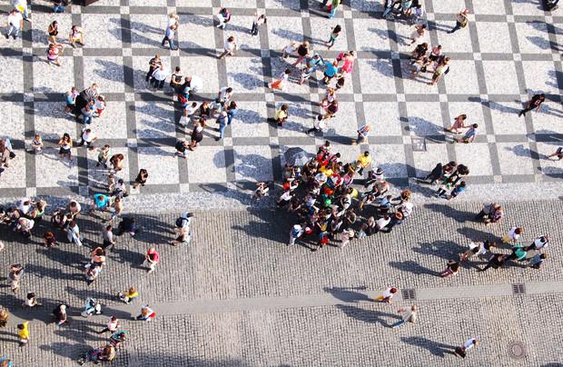 Ученые выявили закономерности, как люди ведут себя в общественных местах (наглядная инфографика)