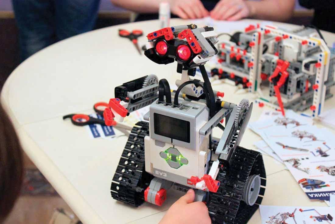 Как заработать в провинции, негуманная математика и роботы-кубики