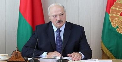 В Беларуси упростили административные процедуры. Что меняется для водителей, усыновителей и иностранцев?