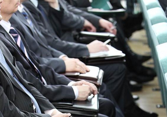 Почему белорусы разочаровываются в работе госслужащего