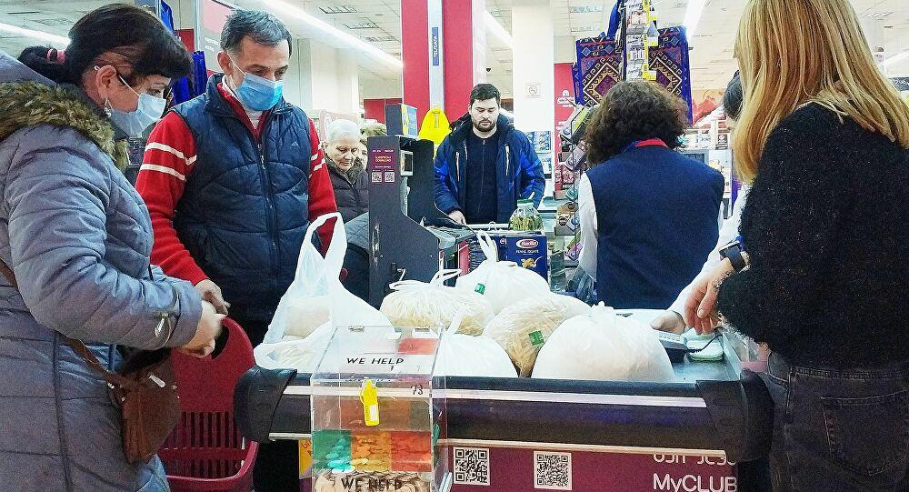 Грузия закрывает все магазины, кроме продуктовых и аптек