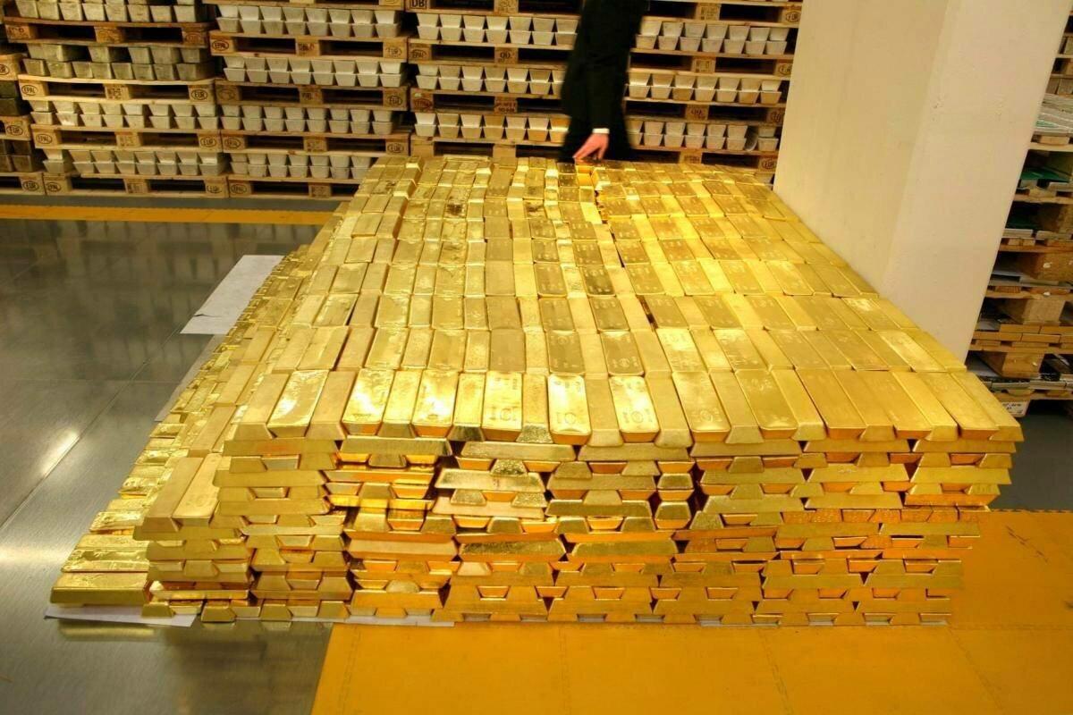 Сколько россиян покупает золото, средний чек в интернете и сокращение выдачи кредиток